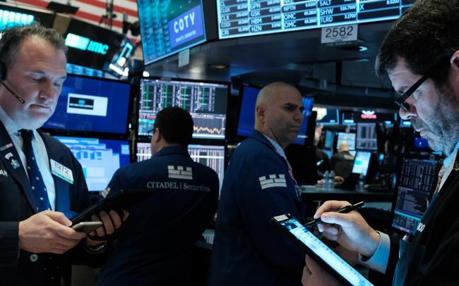 Nhà đầu tư chờ đợi số liệu lạm phát mới, Dow Jones mất hơn 100 điểm