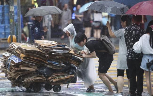 Số gia đình nghèo ở Hồng Kông tăng gấp đôi sau đại dịch Covid-19