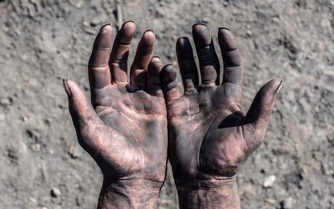 """Giáo sư luật tiết lộ quá khứ """"lấm lem"""" và vận may đổi đời: Trải qua nhiều lần """"thập tử nhất sinh"""" ở mỏ than, tôi nhận ra đây mới là con đường dẫn đến sự giàu có"""