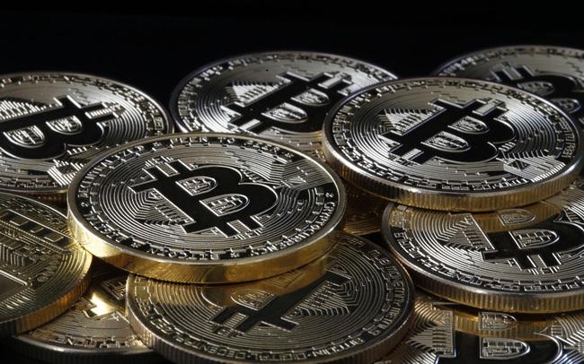 """Giá Bitcoin liên tục lao dốc, """"chữ thập tử thần"""" sắp xuất hiện?"""
