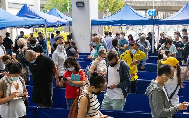 Hồng Kông: Đi tiêm vắc-xin Covid-19, người dân được tặng xe Tesla và vàng thỏi