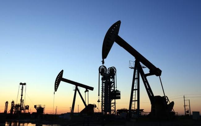 Giá dầu tiến sát 76 USD/thùng, chuyên gia dự đoán giá có thể cán mốc 100 USD/thùng