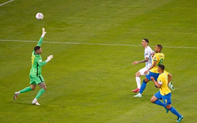 """Cựu Quỷ đỏ tung """"nhát kiếm"""" quyết định, Messi đưa Argentina thoát khỏi """"cơn ác mộng"""" kinh hoàng"""