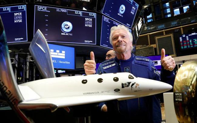 Vượt mặt Jeff Bezos, tỷ phú Richard Branson chính thức lên đường bay vào vũ trụ
