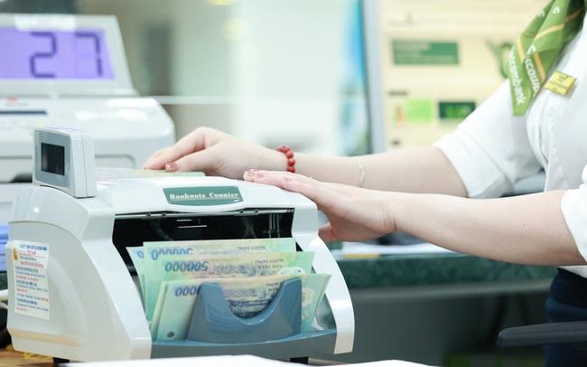 Vietcombank tăng trưởng tín dụng 9,8% trong 6 tháng đầu năm, huy động vốn chỉ tăng 1,8%