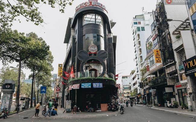 """Mặt bằng nhà phố trung tâm Sài Gòn """"kiệt sức"""" vì Covid-19: Chi chít bảng cho thuê nhưng chẳng ai ngó ngàng"""