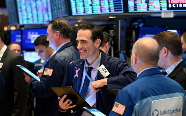 Fed duy trì chính sách tiền tệ nới lỏng, S&P 500 có lúc chạm mức cao nhất mọi thời đại