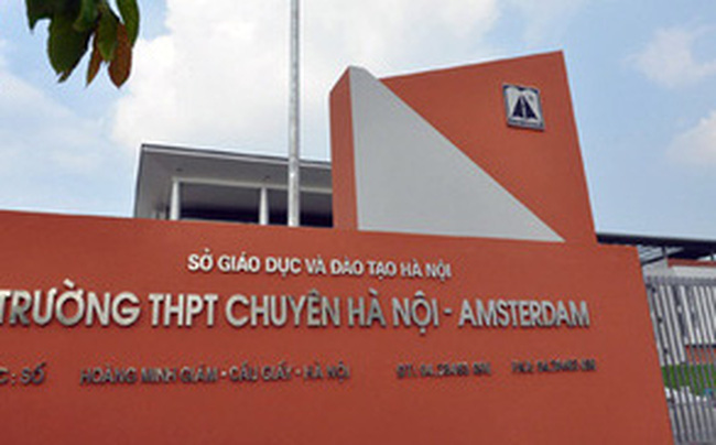 """Kết luận chính thức: """"Nam sinh Hà Nội đi thi muộn, khóc thảm thiết trước cổng trường"""" có được thi lại đợt 2?"""