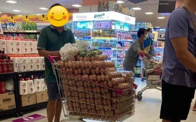 Đại diện AEON Việt Nam nói gì về hình ảnh người đàn ông thu gom 1 xe đầy trứng trong siêu thị?