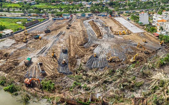 Cận cảnh đại công trường nơi xây dựng thần tốc 2 bệnh viện dã chiến Covid-19 ở TP.HCM