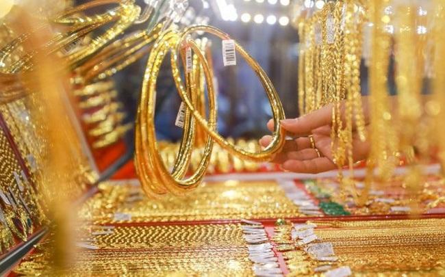 Nới rộng khoảng cách giá vàng SJC và thế giới