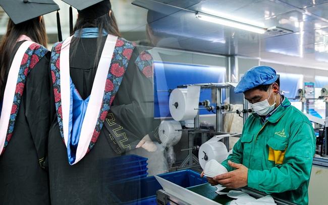 Nhà máy tuyển 135 công nhân thì có đến 1/3 là... thạc sĩ, một số tốt nghiệp trường top đầu: Thừa cử nhân đại học, người trẻ Trung Quốc chật vật tìm việc đúng ngành!