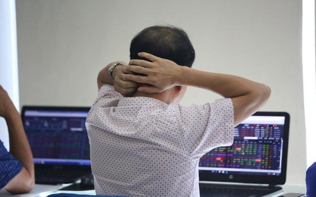 """Cổ phiếu """"Bank, chứng, thép"""" giảm sàn la liệt, VN-Index mất gần 56 điểm trong phiên đầu tuần"""