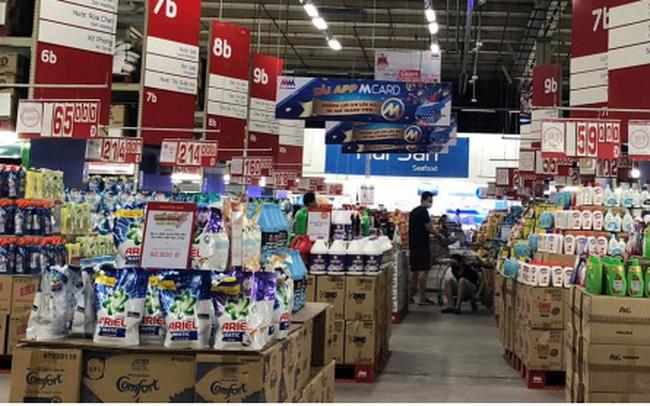 Hàng hóa đầy ắp các siêu thị trong ngày đầu Hà Nội siết chặt chống dịch