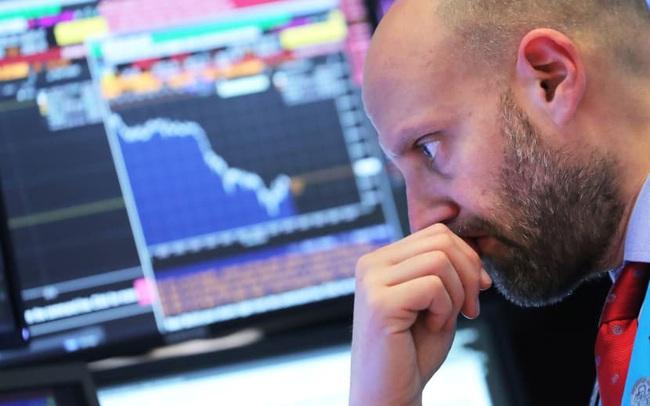 Phố Wall đỏ lửa khi Covid-19 tái bùng phát ở Mỹ, Dow Jones có lúc mất hơn 900 điểm