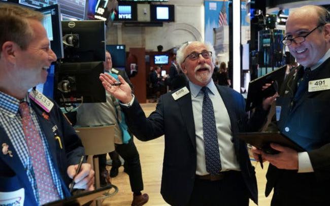 Chứng khoán Mỹ hồi phục khi nhà đầu tư tận dụng thời cơ 'bắt đáy', Dow Jones bật tăng hơn 500 điểm