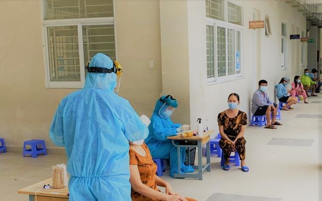 Hà Nội ghi nhận thêm 17 ca dương tính SARS-CoV-2 tại 9 quận huyện