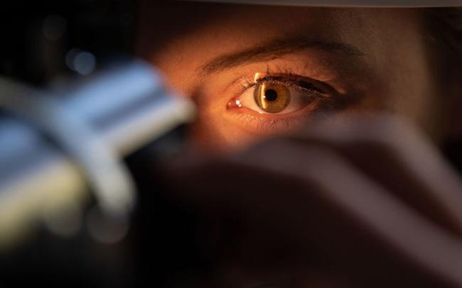 Sống trong bóng tối gần 40 năm, người đàn ông có cơ hội tìm lại thị lực nhờ một đột phá công nghệ mới