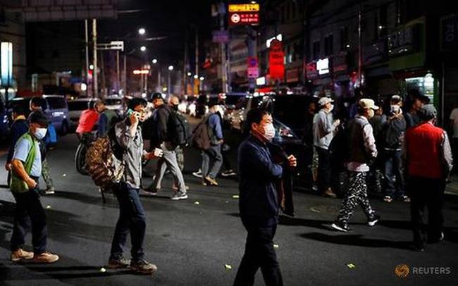 Hàn Quốc phát thêm 30 tỷ USD cho người dân để chống Covid-19