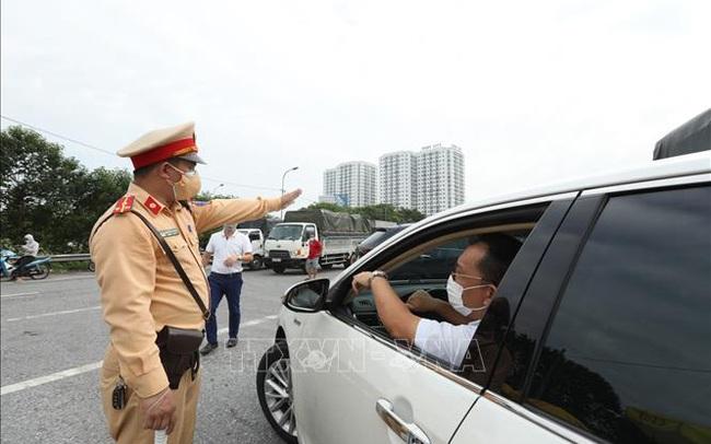 Hà Nội cần tổ chức thêm bãi đỗ xe giảm ùn tắc tại chốt kiểm soát dịch cầu Phù Đổng