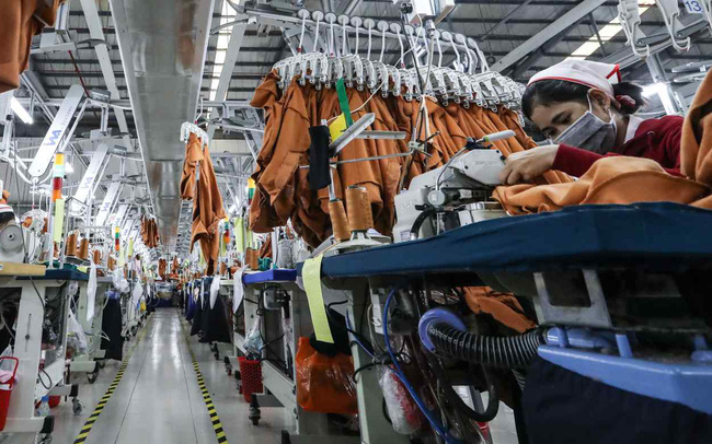 """Chuyên gia nói gì về rủi ro """"mất đơn hàng"""" của doanh nghiệp Việt Nam trong làn sóng dịch mới?"""