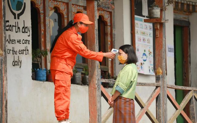 Một quốc gia gần Trung Quốc có rất ít bác sĩ nhưng đi đầu thế giới về tiêm chủng: Vì sao thành công?