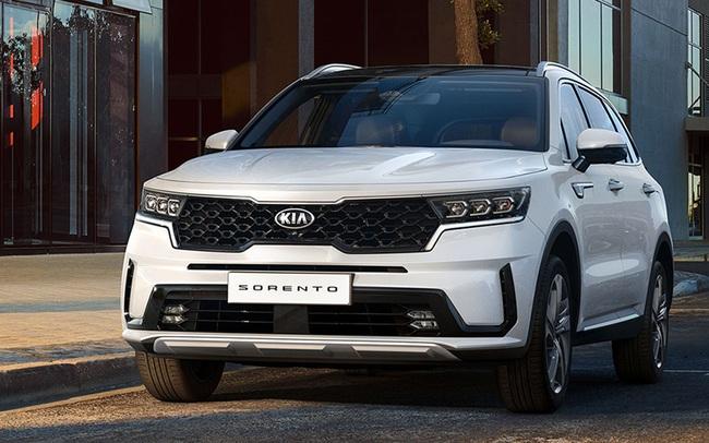 Giảm giá hàng trăm triệu đồng, tặng thêm trang bị, Kia Sorento 2021 có cửa cạnh tranh Hyundai SantaFe?