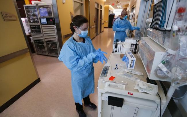 """Trẻ hơn, ốm yếu hơn và bệnh diễn biến nhanh hơn: Biến chủng Delta và """"bộ mặt"""" mới của Covid-19 ở Mỹ"""