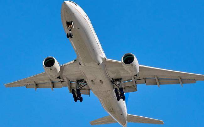 Máy bay Boeing 737 rơi xuống biển, 2 phi công sống sót thần kỳ