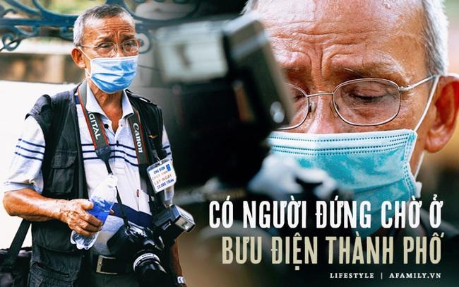 """Ông """"thợ chụp"""" hơn 30 năm đứng chờ ở Bưu điện TP lao đao vì Sài Gòn vào dịch, chạnh lòng 20 nghìn một bức ảnh kỳ công cũng không bằng cái nút trên điện thoại"""