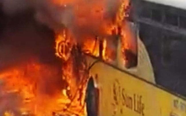 Hàng loạt xe khách bị thiêu rụi ở Bắc Giang