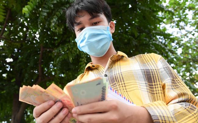 Nam sinh viên nghèo sáng quét rác chiều đi học, bị Công ty Minh Quân nợ 2 tháng lương, phải sống nhờ bà ngoại