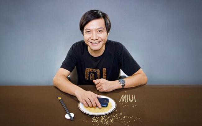 """Góc """"sếp nhà người ta"""": Ông chủ Xiaomi thưởng cổ phiếu cho gần 4.000 nhân viên, mỗi người nhận 1,4 tỷ đồng"""