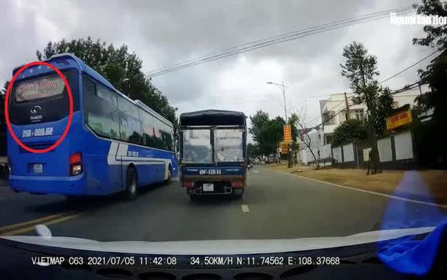 Clip: Xe khách vượt ẩu kinh hoàng khiến nhiều người thót tim ở Lâm Đồng