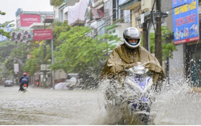 Mưa lớn, nhiều tuyến đường ở thành phố Điện Biên Phủ lại ngập