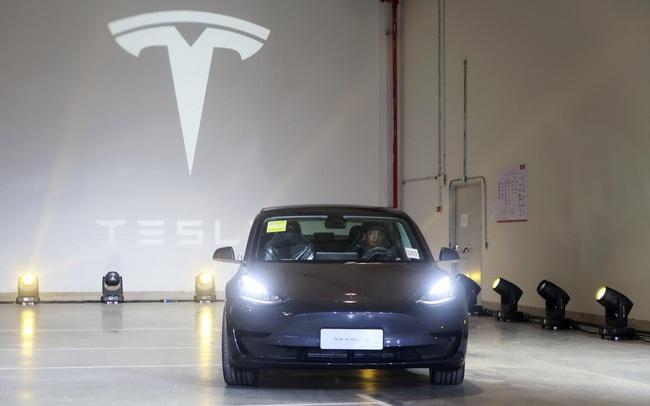 """""""Cú tát"""" vào tham vọng của Tesla và bài học đừng bao giờ đặt cược tương lai vào thị trường Trung Quốc"""