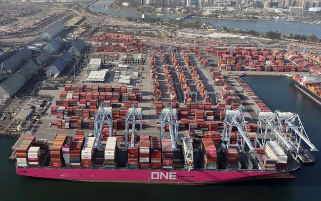 Các công ty đổ xô tích trữ hàng hoá, giá cước container tiếp tục tăng vọt