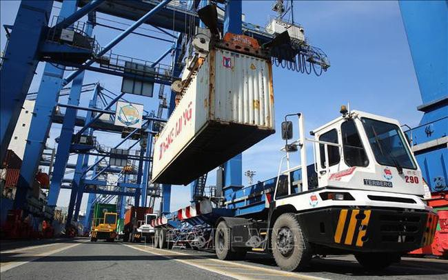 Có hiện tượng hàng tàu 'găm' container để thổi giá cước phí?