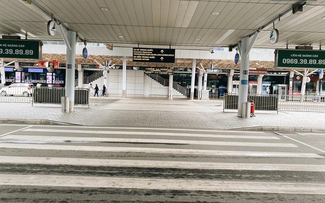 Cận cảnh sân bay Tân Sơn Nhất đìu hiu, vắng lặng chưa từng có khi dịch Covid-19 bùng phát lần thứ 4
