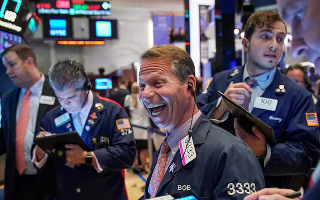 Cổ phiếu công nghệ thăng hoa, S&P 500 chạm mức kỷ lục mới