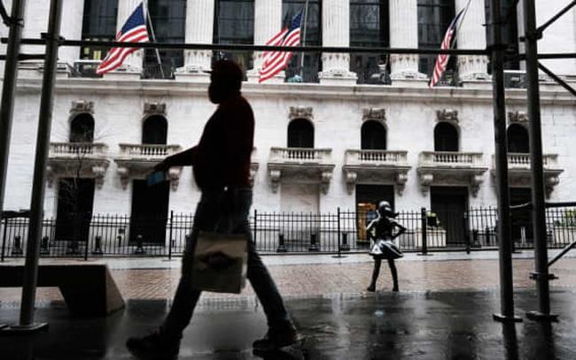 Dow Jones Futures mất hơn 500 điểm khi bóng ma ám ảnh kinh tế toàn cầu quay trở lại