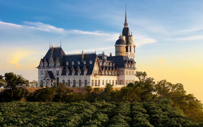 Bất ngờ với ông chủ lâu đài khủng Tam Đảo, nhiều năm ẩn mình thâu tóm quỹ đất trải dài từ Hà Nội, Sapa, Hòa Bình…đến Khánh Hòa