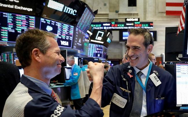 Số liệu lạm phát mới được công bố, Dow Jones bật tăng hơn 200 điểm