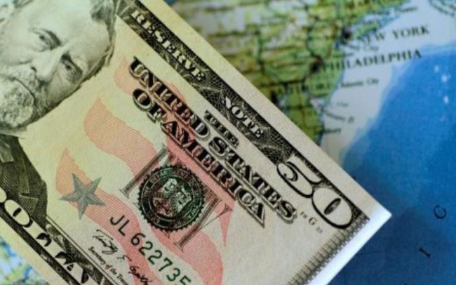 """USD lập """"đỉnh"""" mới khi nhà đầu tư đổ xô đến nơi trú ẩn an toàn"""