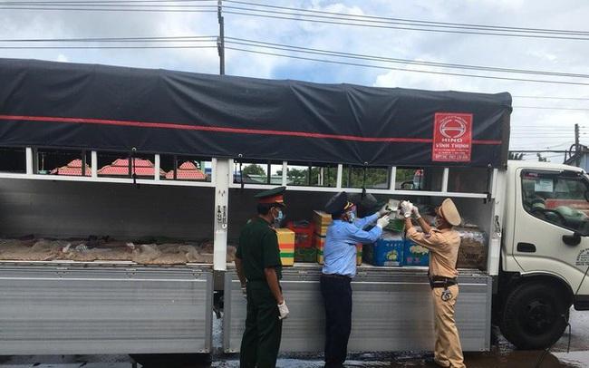 Thuốc lá điếu nhập lậu ngụy trang hàng nông sản trên xe 'luồng xanh'
