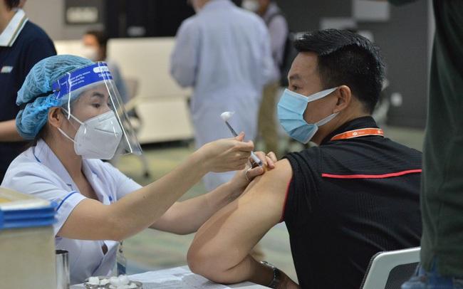 Đề xuất thu phí dịch vụ tiêm vaccine Covid-19, chuyên gia nói gì?