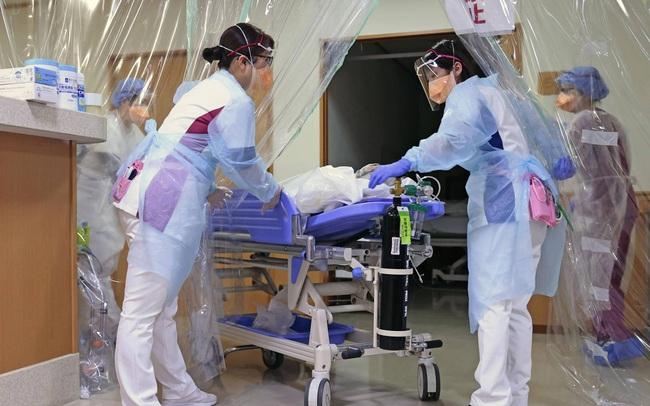 Số ca mắc Covid-19 mới tăng đột biến, Nhật Bản chỉ cho nhập viện những bệnh nhân nặng