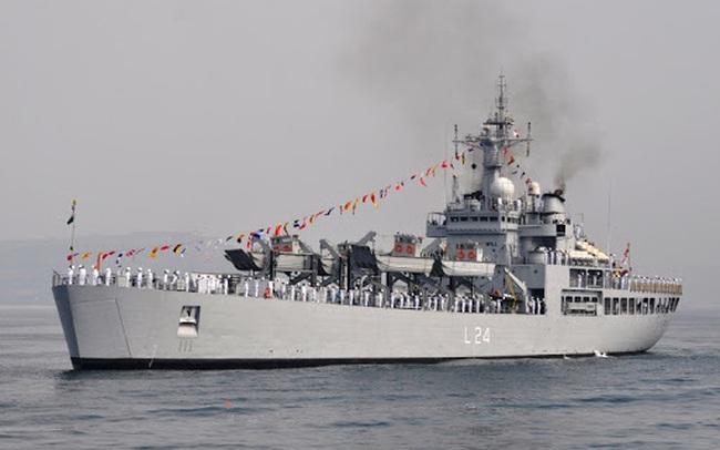 Chiến hạm Ấn Độ mang 300 máy tạo oxy và 100 tấn oxy hóa lỏng hỗ trợ Việt Nam chống dịch Covid-19