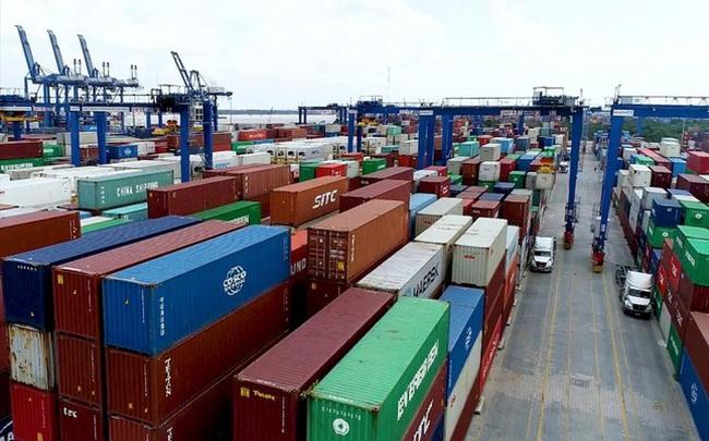 Hãng tàu ngoại tăng nhiều loại phí: Doanh nghiệp oằn mình