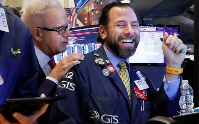 Phố Wall giảm điểm nhẹ, S&P 500 vẫn ghi nhận đà khởi sắc 7 tháng liên tiếp